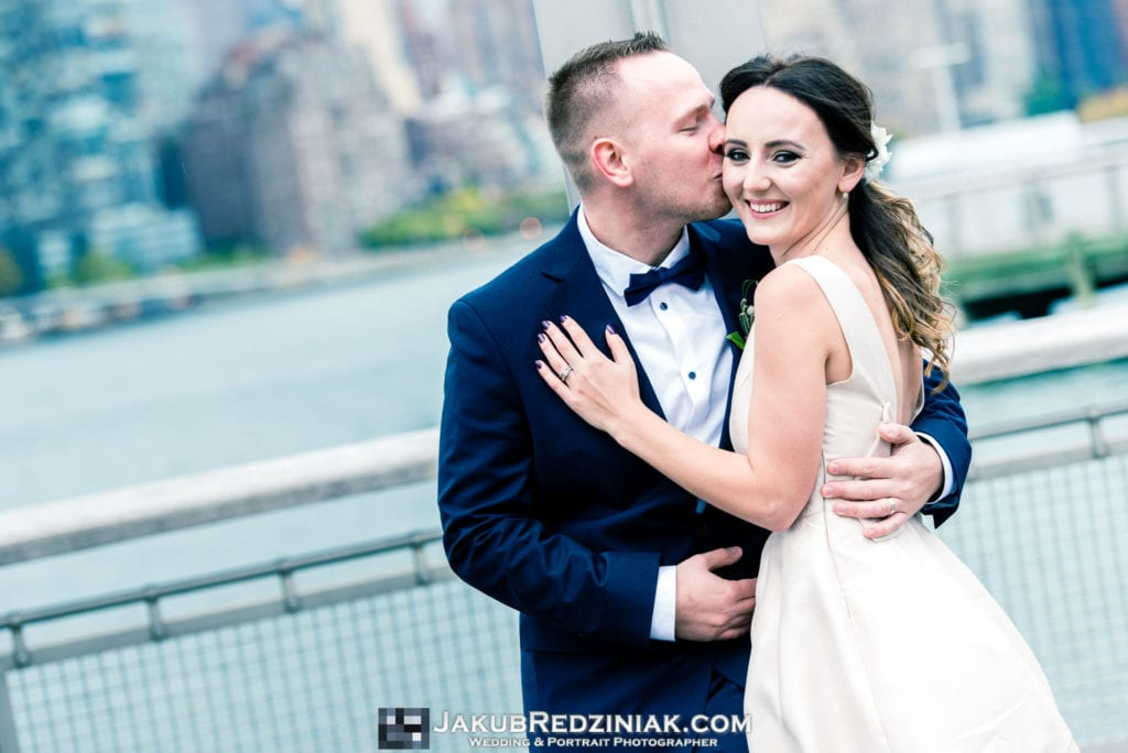 Elopement photo session in new york city at gantry plaza state park in long island city by the east river with couple and nyc skyline
