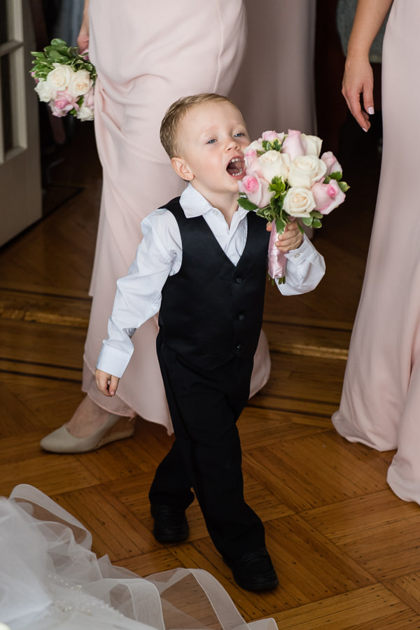 boy trying to eat flowers on wedding day funny picture