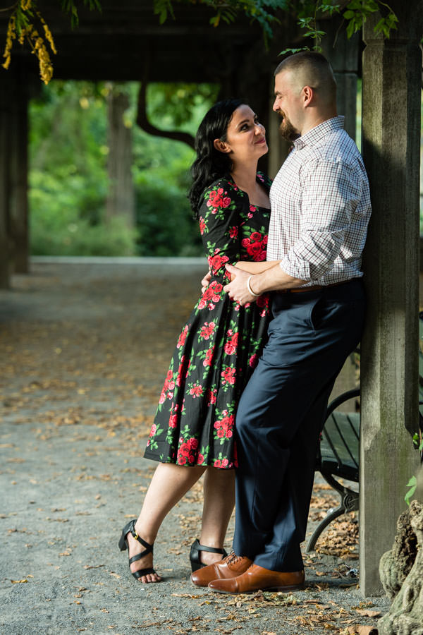 central park engagement session by naumberg bandshell