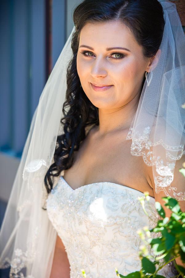 bride portrait in botanic garden
