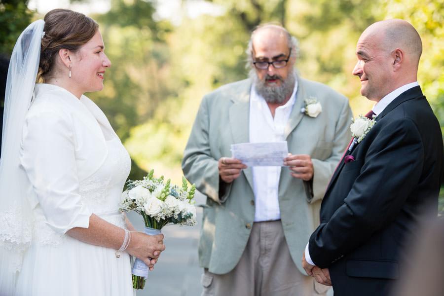 best man saying speech at wedding ceremony in brooklyn botanic garden