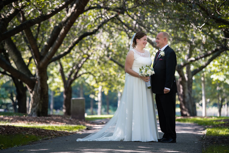 bride and groom photo session in brooklyn botanical gardens in nyc