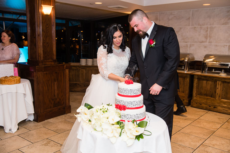 couple cutting cake at Giando on the Water