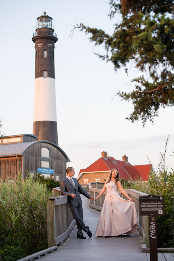 engagement session at fire island lighthouse
