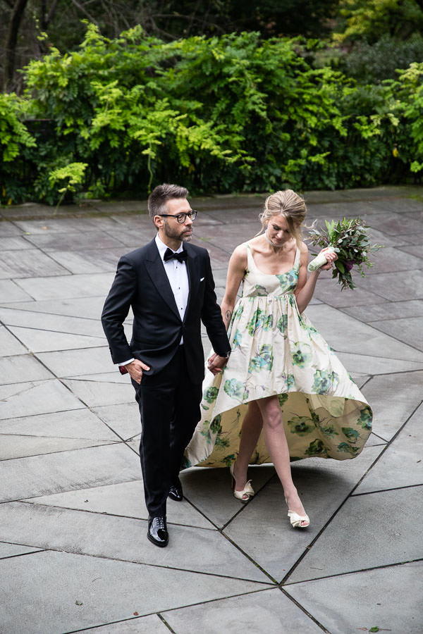 couple posing for wedding photo shoot in new york city