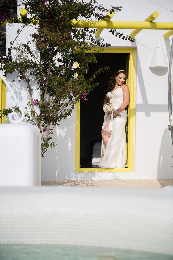 bride prep in santorini