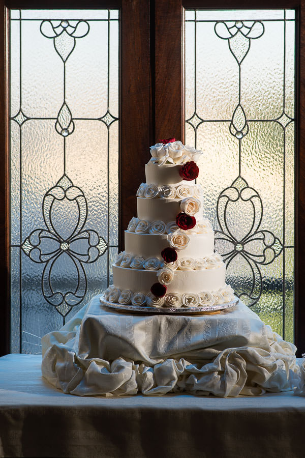 detail photo of cake at jericho terrace wedding