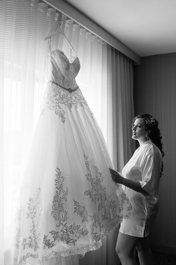 bride prep before wedding