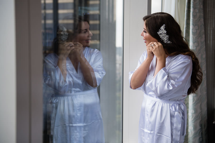 bride getting ready at the mandarin oriental hotel in nyc