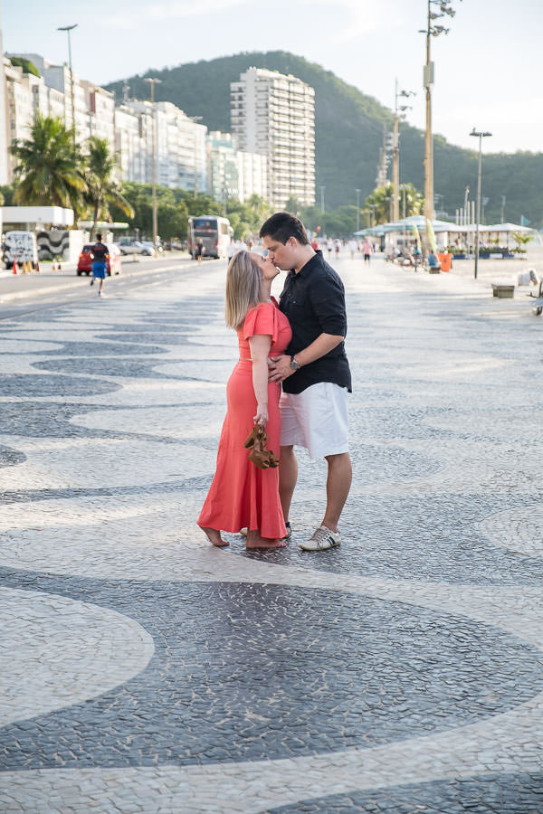 engagement session on copocabana beach by destination wedding photographer jakub redziniak