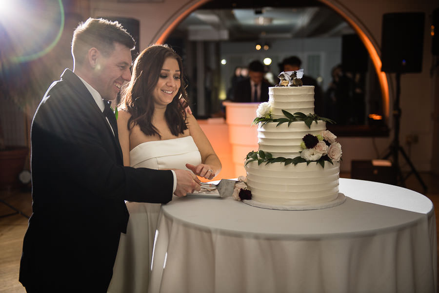 cake cutting at manhattan penthouse wedding venue in nyc
