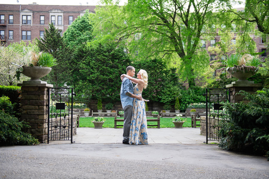 brooklyn botanical garden engagement session in the spring