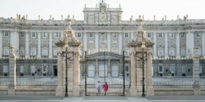 madrid engagement session at palacio real de madrid