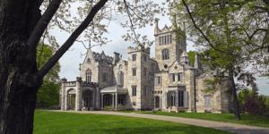 lyndhurts mansion engagement session